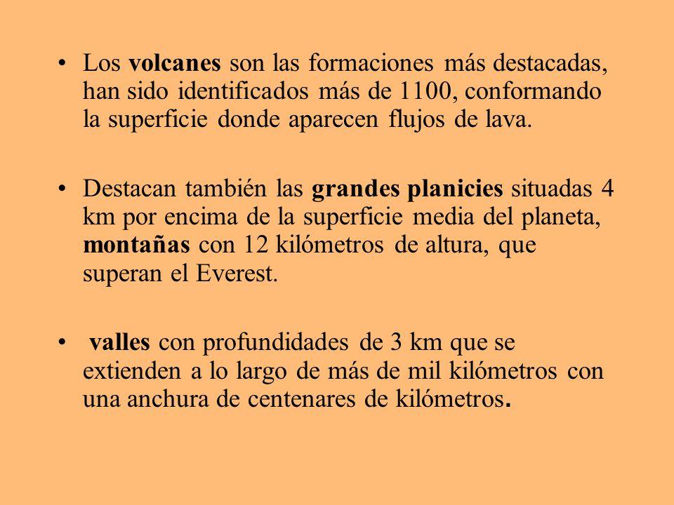 Los volcanes son las formaciones más destacadas, han sido identificados más de 1100, conformando la superficie donde aparecen flujos de lava.