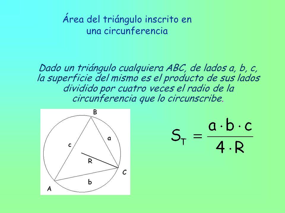 Área del triángulo inscrito en una circunferencia