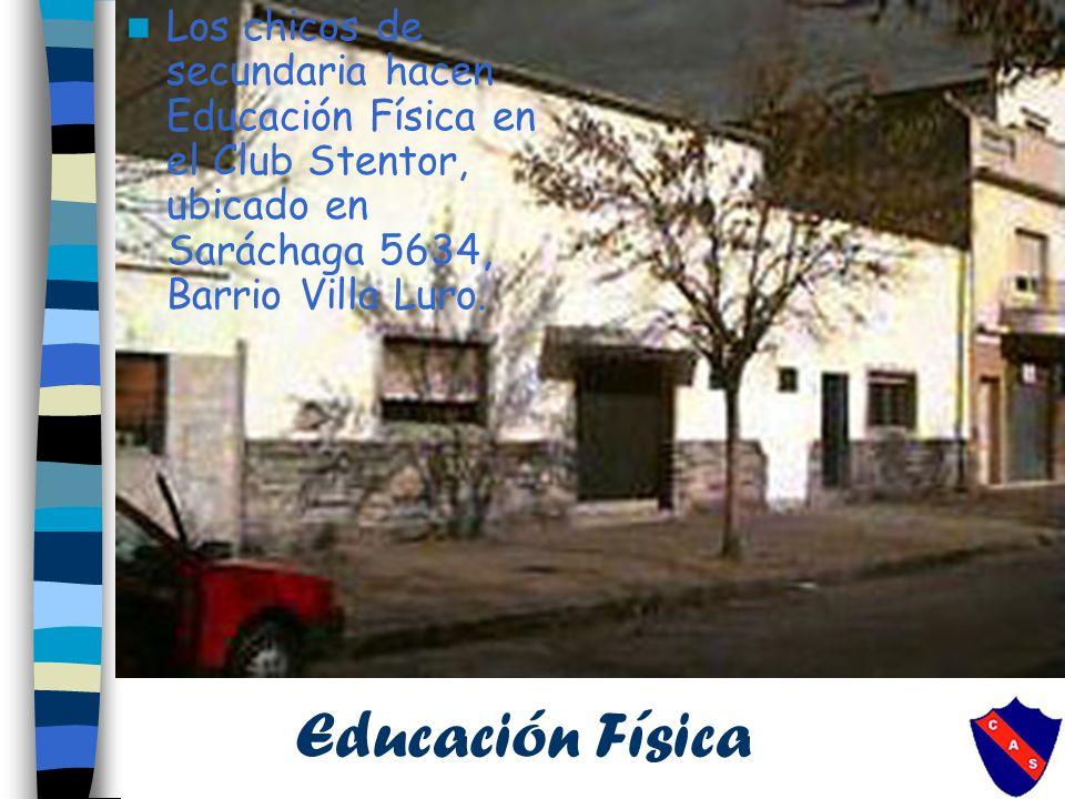 Los chicos de secundaria hacen Educación Física en el Club Stentor, ubicado en Saráchaga 5634, Barrio Villa Luro.