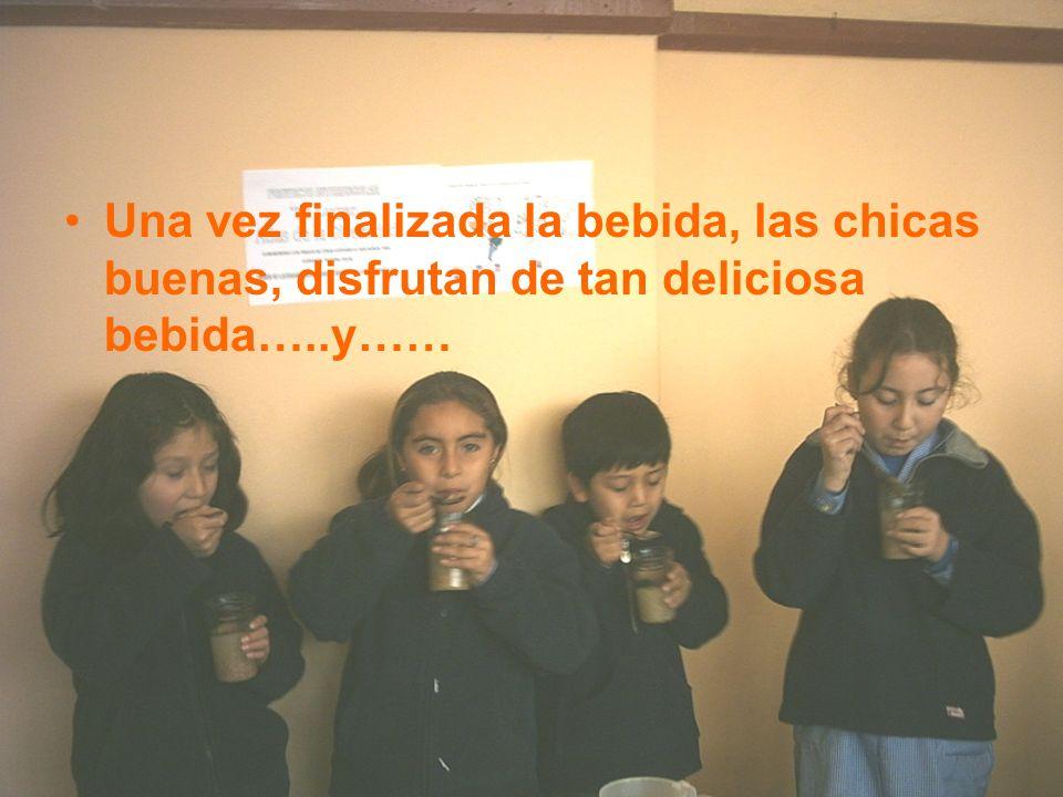 Una vez finalizada la bebida, las chicas buenas, disfrutan de tan deliciosa bebida…..y……