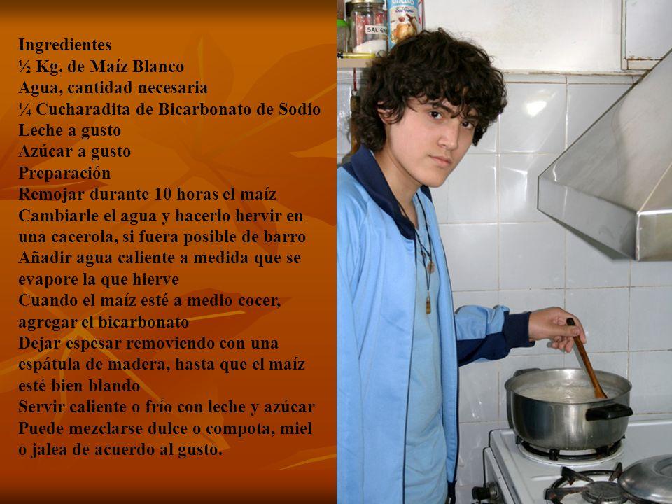 Ingredientes½ Kg. de Maíz Blanco Agua, cantidad necesaria ¼ Cucharadita de Bicarbonato de Sodio Leche a gusto Azúcar a gusto.