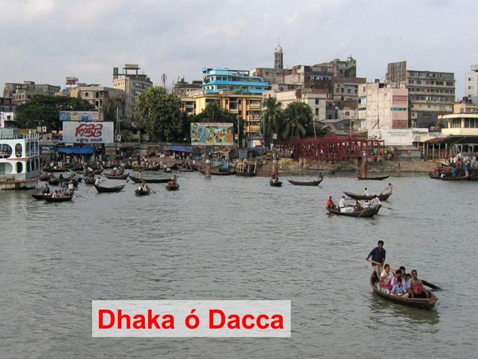 El puerto de Sadarghat en Dhaka