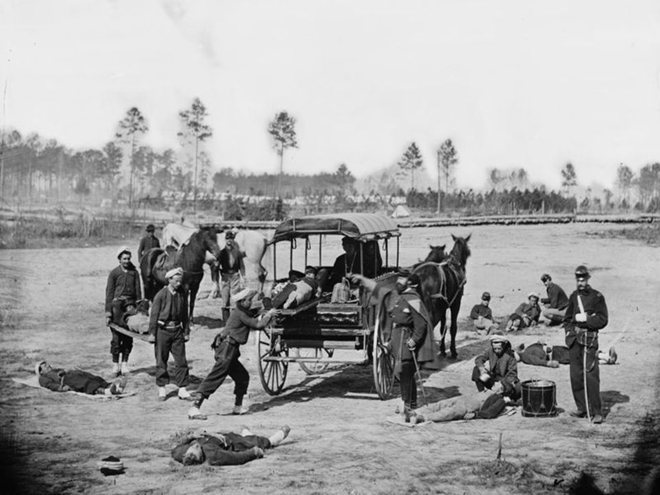 Un carruaje tirado por caballos prestando servicio como ambulancia durante la Guerra Civil Estadounidense.