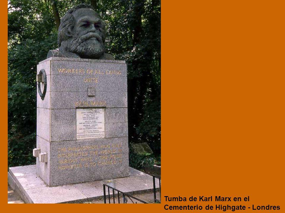 Tumba de Karl Marx en el Cementerio de Highgate - Londres