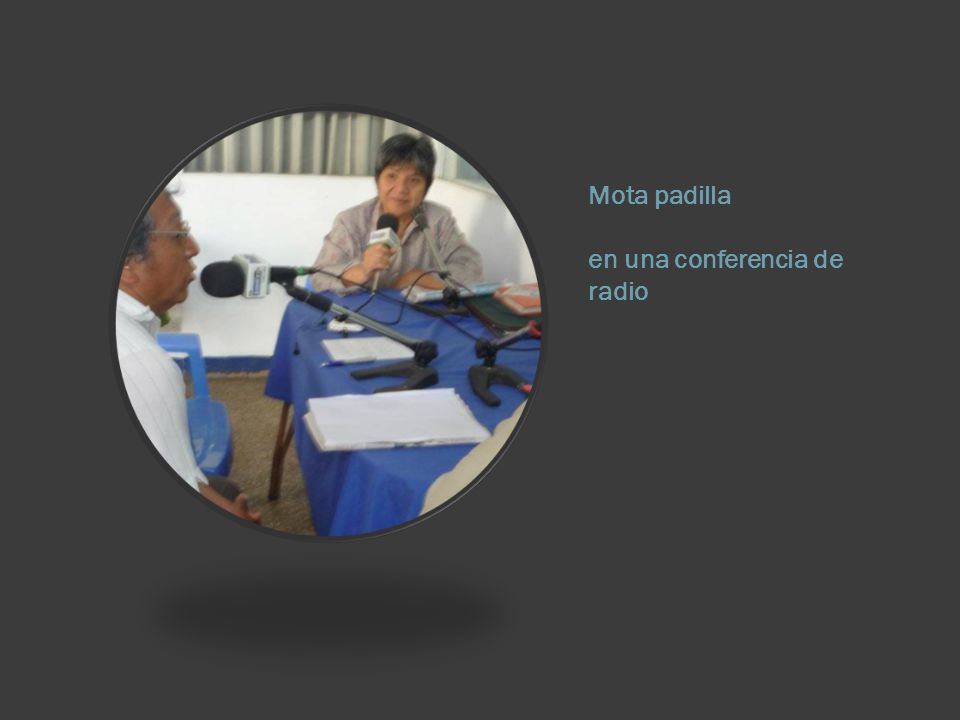 Mota padilla en una conferencia de radio