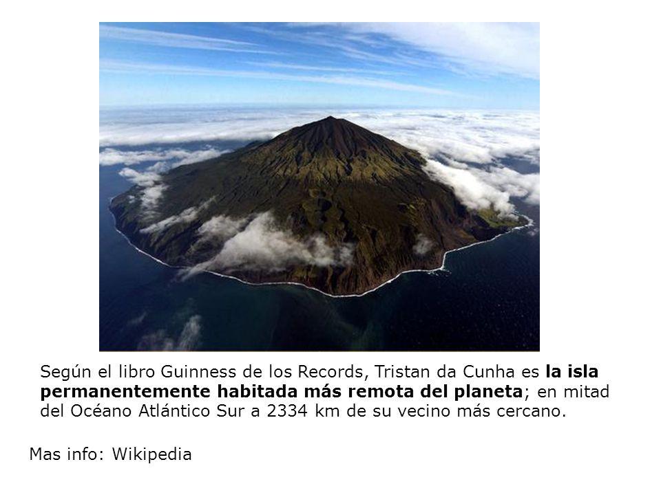 Según el libro Guinness de los Records, Tristan da Cunha es la isla permanentemente habitada más remota del planeta; en mitad del Océano Atlántico Sur a 2334 km de su vecino más cercano.