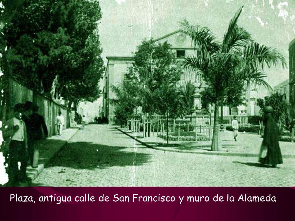 Plaza, antigua calle de San Francisco y muro de la Alameda