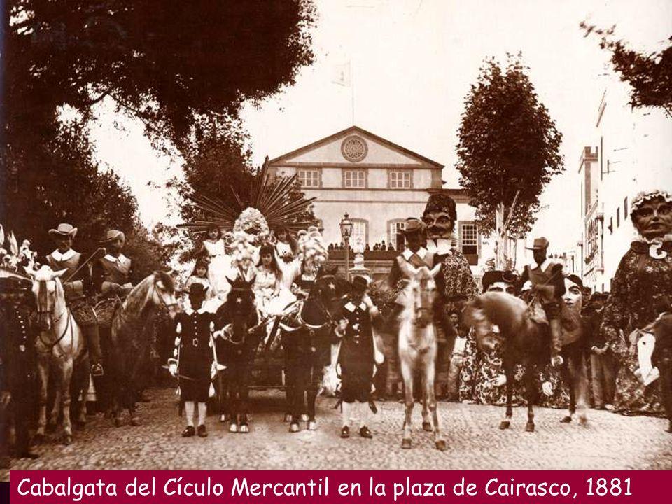Cabalgata del Cículo Mercantil en la plaza de Cairasco, 1881