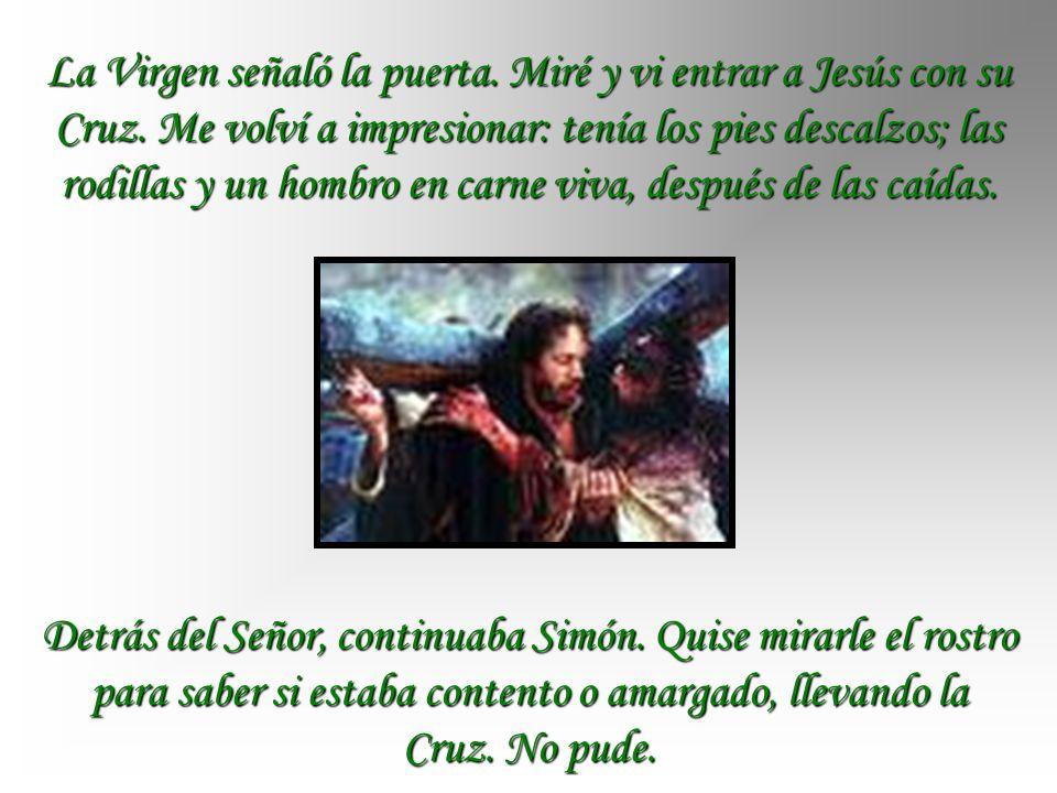 La Virgen señaló la puerta. Miré y vi entrar a Jesús con su Cruz