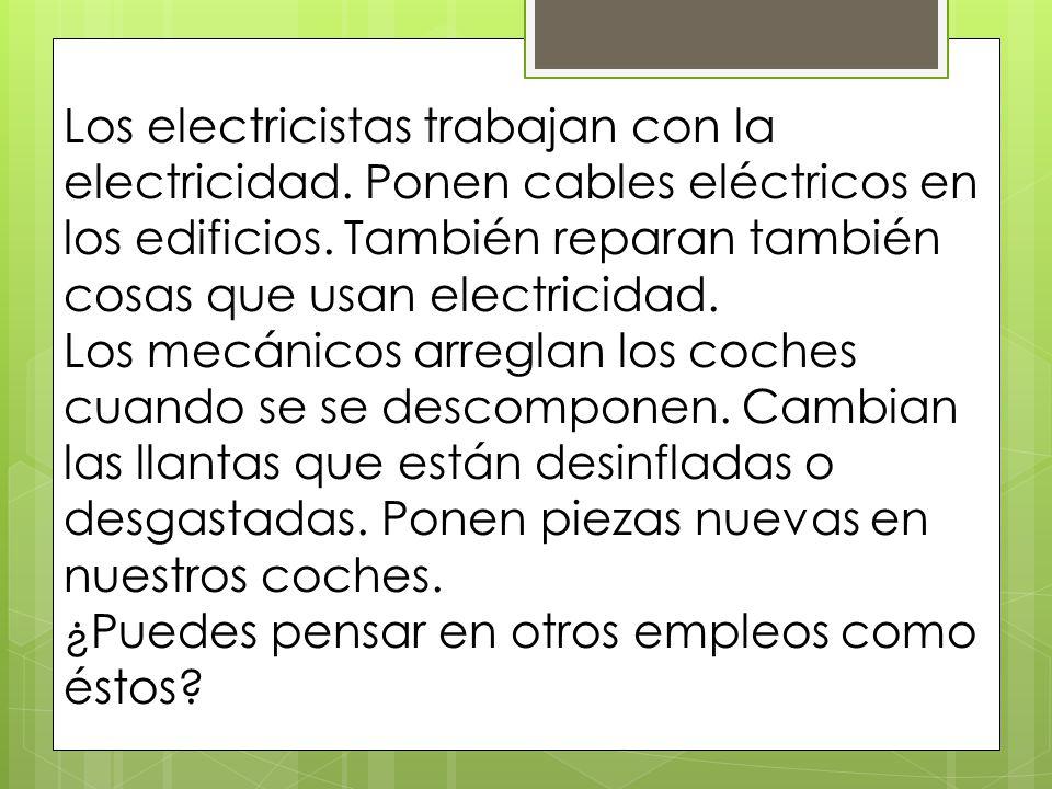 Los electricistas trabajan con la electricidad