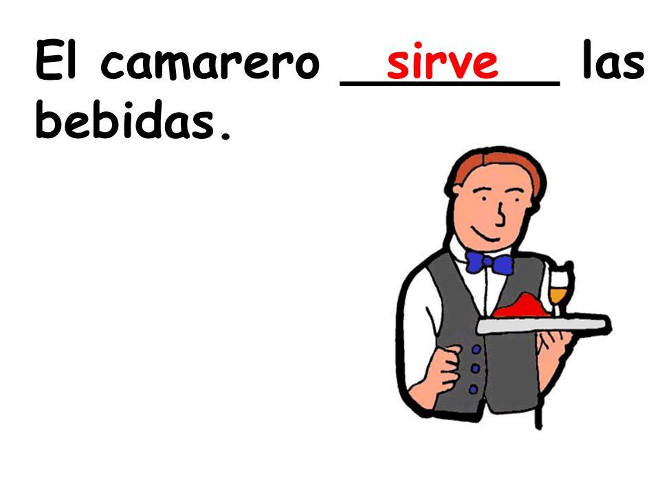 El camarero _______ las bebidas.