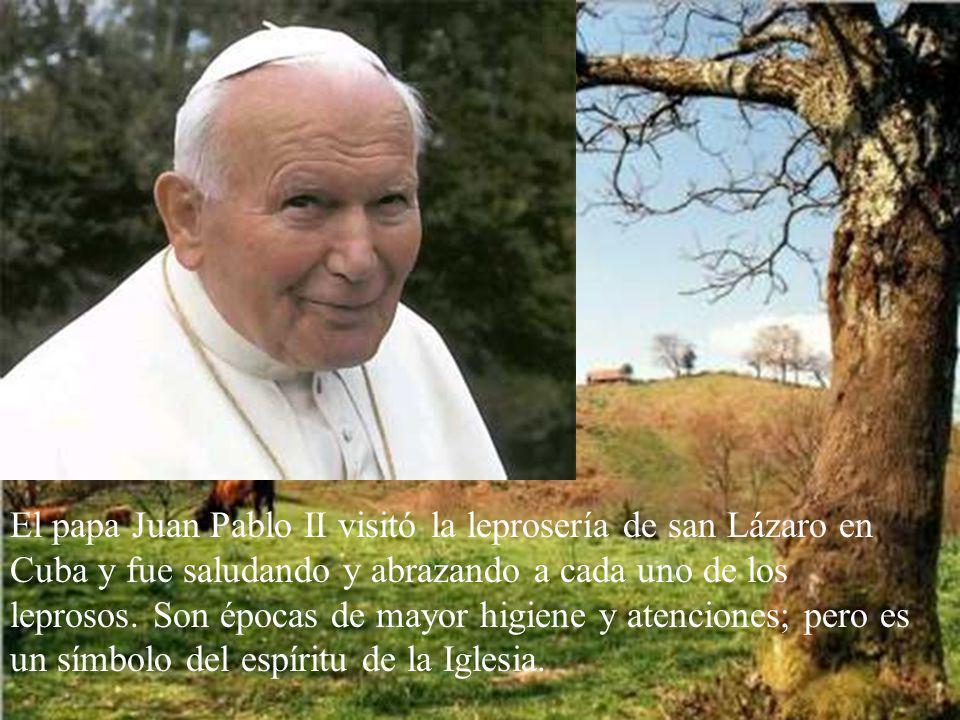 El papa Juan Pablo II visitó la leprosería de san Lázaro en Cuba y fue saludando y abrazando a cada uno de los leprosos.