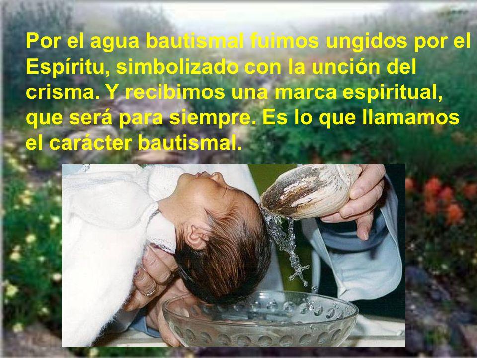 Por el agua bautismal fuimos ungidos por el Espíritu, simbolizado con la unción del crisma.