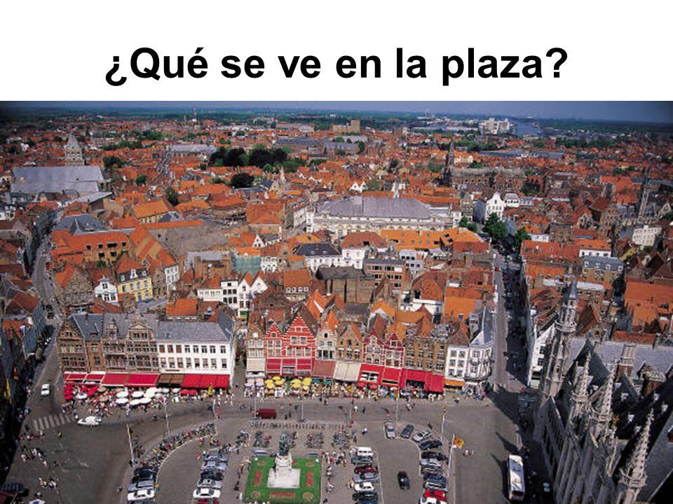 ¿Qué se ve en la plaza