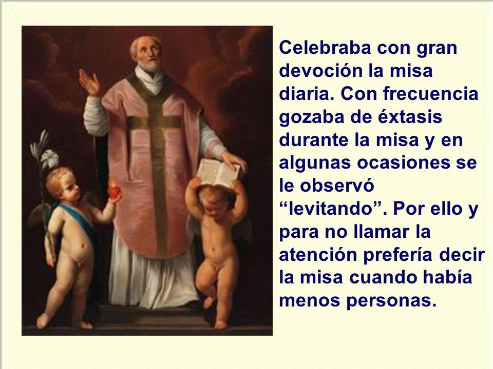 Celebraba con gran devoción la misa diaria