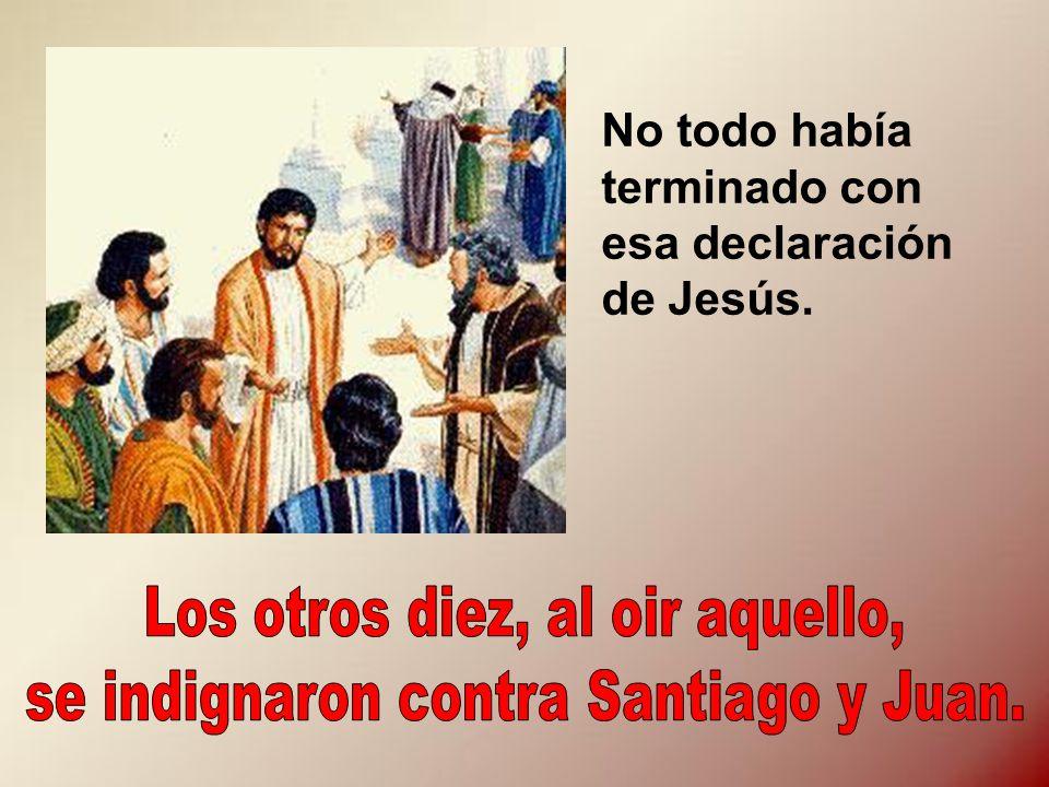 Los otros diez, al oir aquello, se indignaron contra Santiago y Juan.