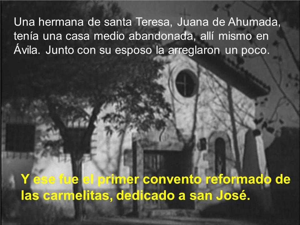 Una hermana de santa Teresa, Juana de Ahumada, tenía una casa medio abandonada, allí mismo en Ávila. Junto con su esposo la arreglaron un poco.