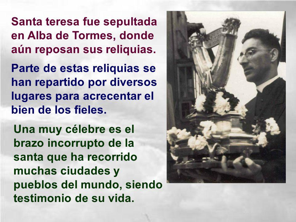 Santa teresa fue sepultada en Alba de Tormes, donde aún reposan sus reliquias.