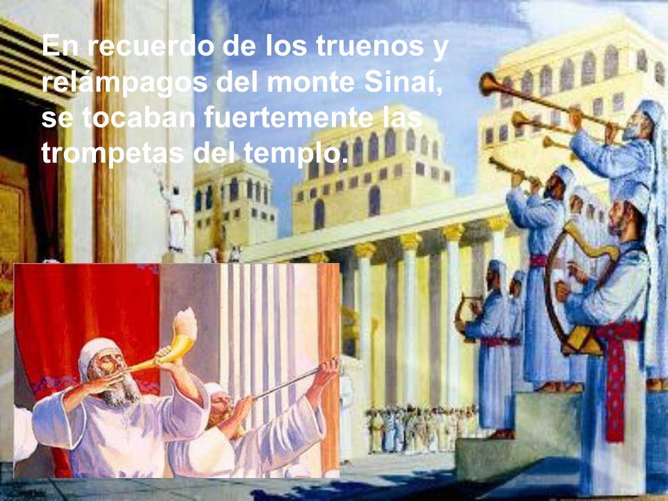 En recuerdo de los truenos y relámpagos del monte Sinaí, se tocaban fuertemente las trompetas del templo.