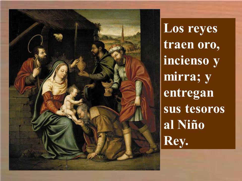 Los reyes traen oro, incienso y mirra; y entregan sus tesoros al Niño Rey.