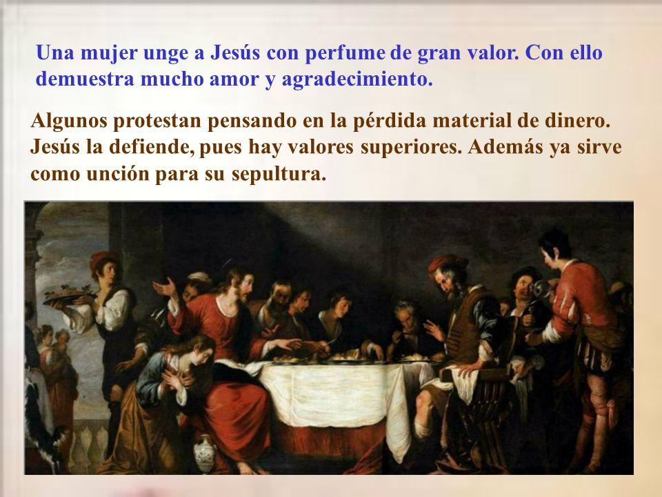 Una mujer unge a Jesús con perfume de gran valor