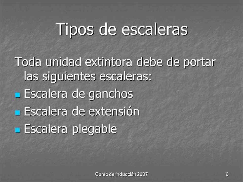 Tipos de escaleras Toda unidad extintora debe de portar las siguientes escaleras: Escalera de ganchos.