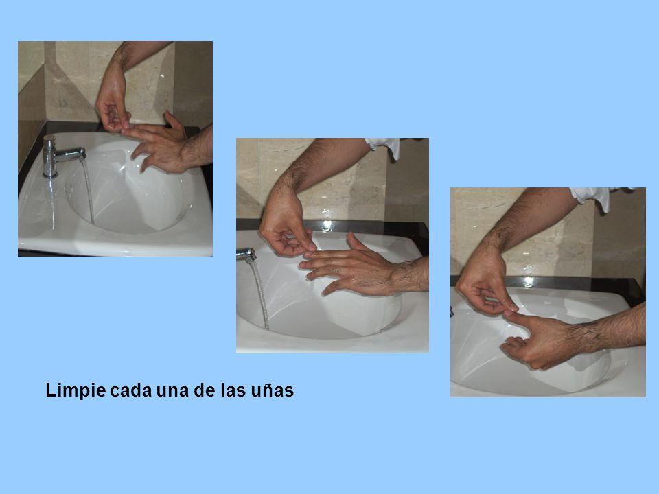 Limpie cada una de las uñas
