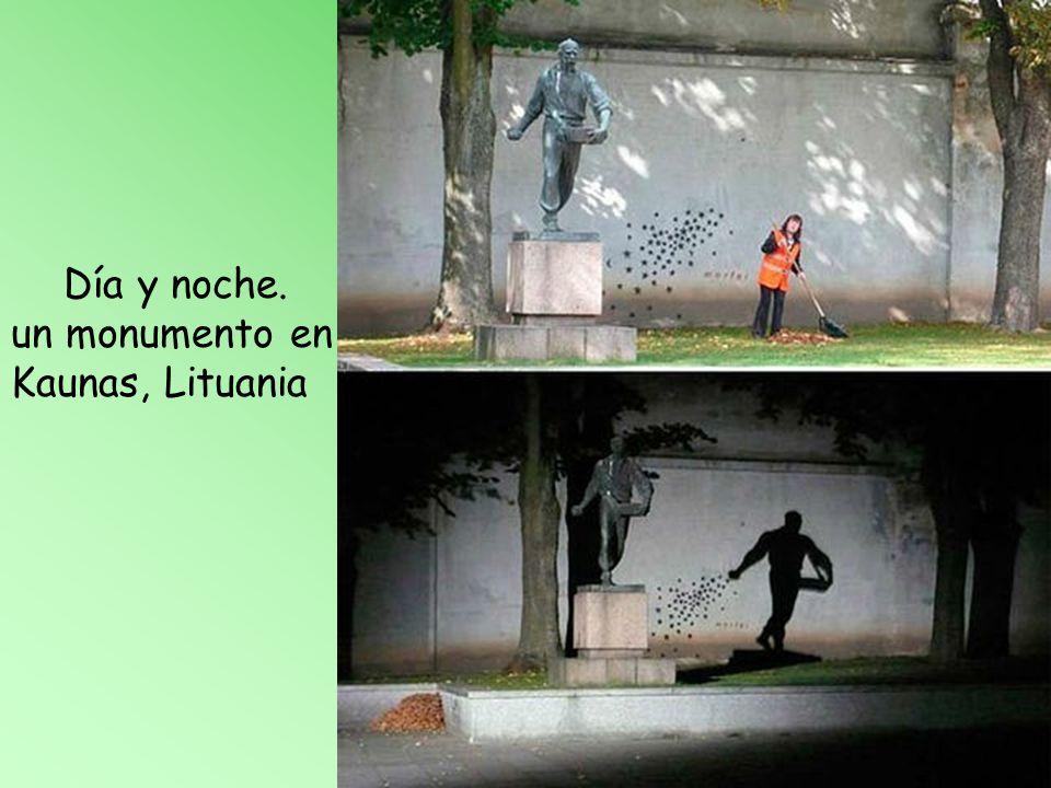 Día y noche. un monumento en Kaunas, Lituania