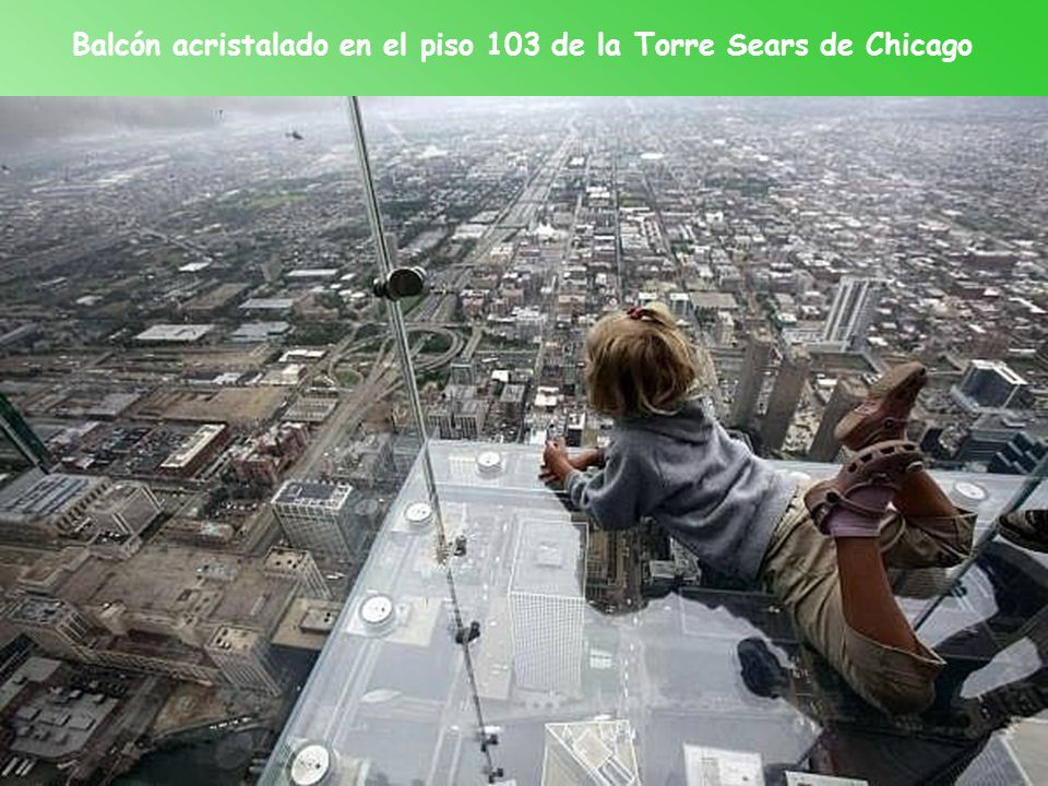Balcón acristalado en el piso 103 de la Torre Sears de Chicago