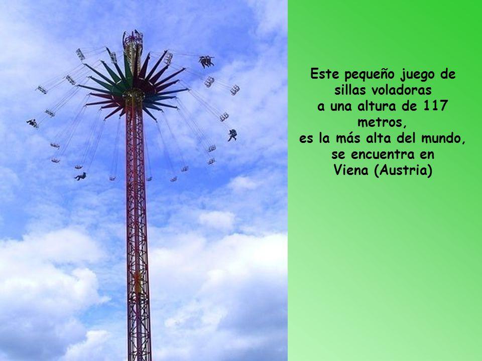 Este pequeño juego de sillas voladoras a una altura de 117 metros, es la más alta del mundo, se encuentra en Viena (Austria)
