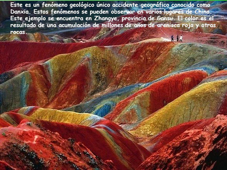Este es un fenómeno geológico único accidente geográfico conocido como Danxia.