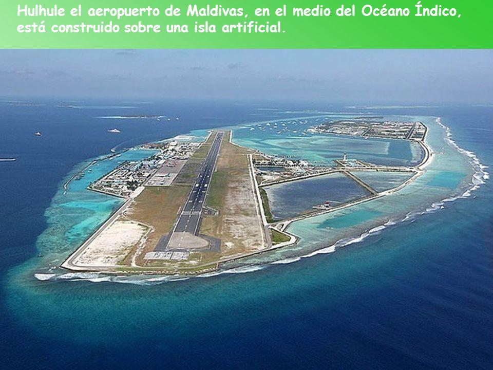 Hulhule el aeropuerto de Maldivas, en el medio del Océano Índico,
