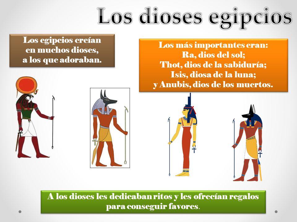 Los dioses egipcios Los egipcios creían en muchos dioses, a los que adoraban. Los más importantes eran: