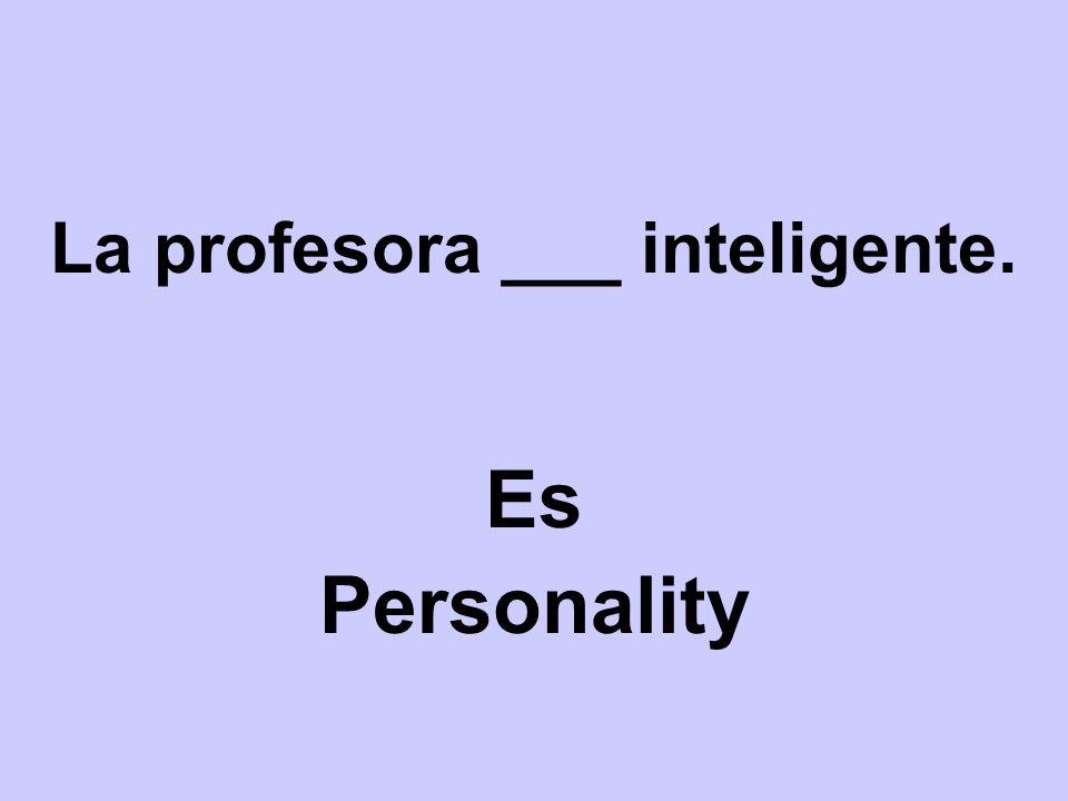 La profesora ___ inteligente.