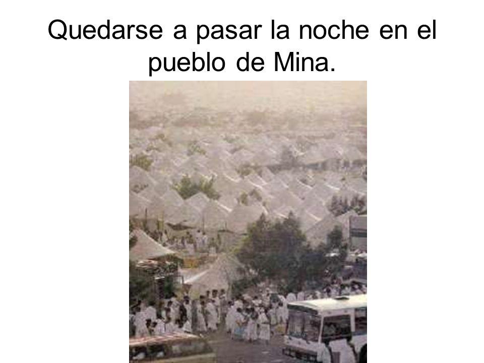 Quedarse a pasar la noche en el pueblo de Mina.