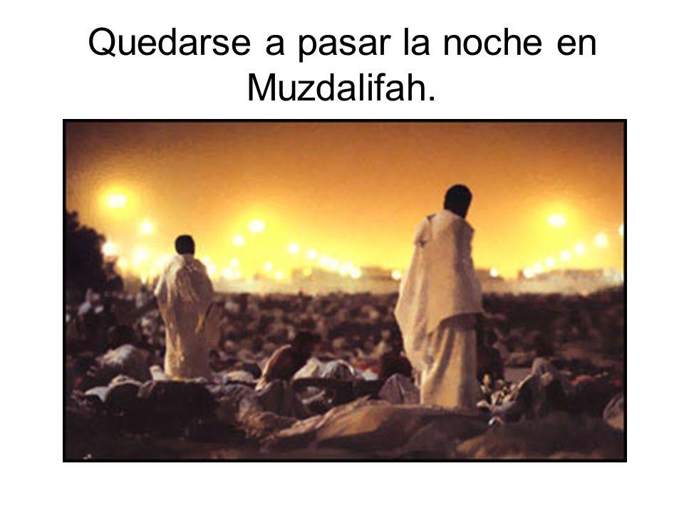 Quedarse a pasar la noche en Muzdalifah.