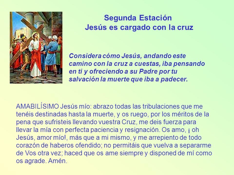 Jesús es cargado con la cruz
