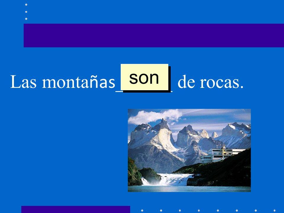 son Las montañas______ de rocas.