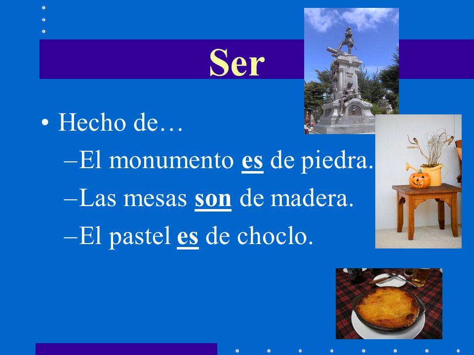 Ser Hecho de… El monumento es de piedra. Las mesas son de madera.