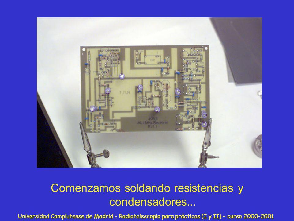 Comenzamos soldando resistencias y condensadores...