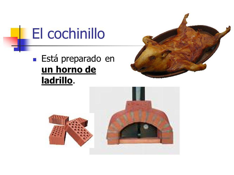 El cochinillo Está preparado en un horno de ladrillo.