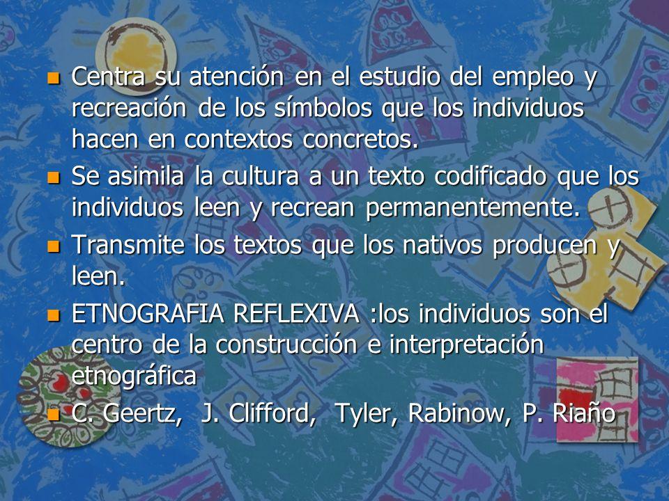 Centra su atención en el estudio del empleo y recreación de los símbolos que los individuos hacen en contextos concretos.