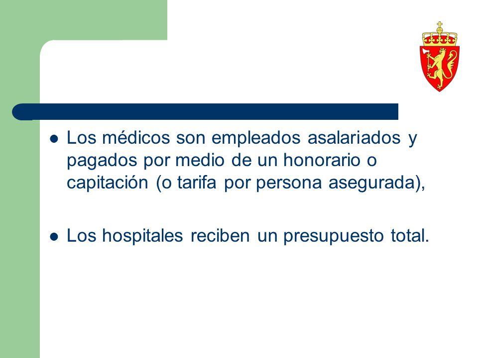 Los médicos son empleados asalariados y pagados por medio de un honorario o capitación (o tarifa por persona asegurada),