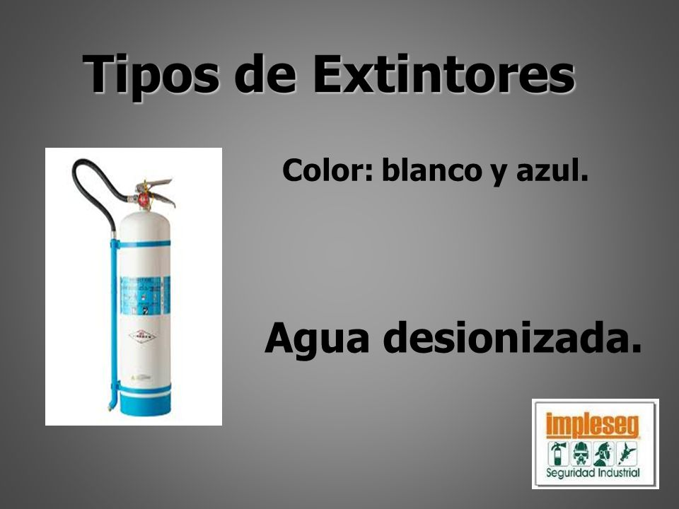Color: blanco y azul. Agua desionizada.