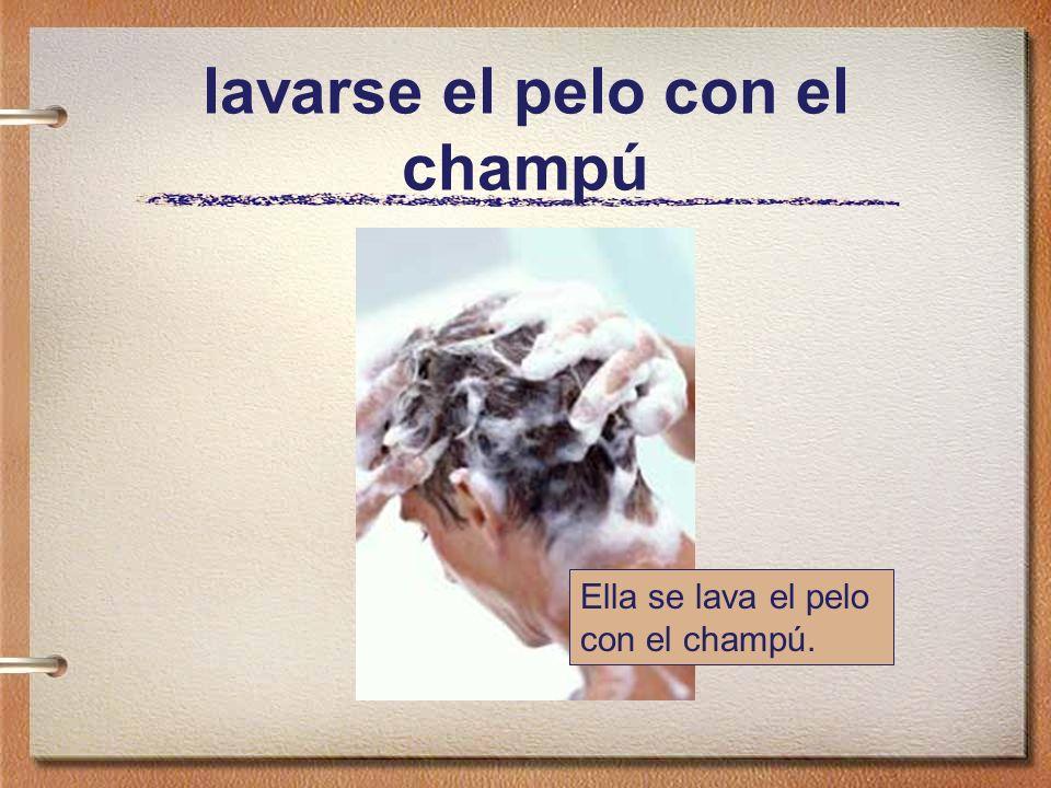 lavarse el pelo con el champú