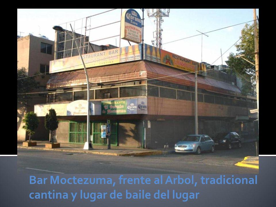 Bar Moctezuma, frente al Arbol, tradicional cantina y lugar de baile del lugar