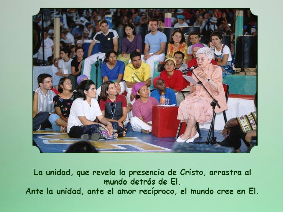 Ante la unidad, ante el amor recíproco, el mundo cree en El.