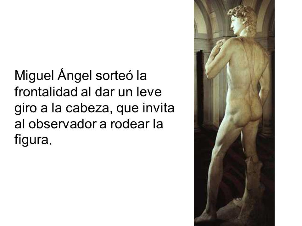 Miguel Ángel sorteó la frontalidad al dar un leve giro a la cabeza, que invita al observador a rodear la figura.