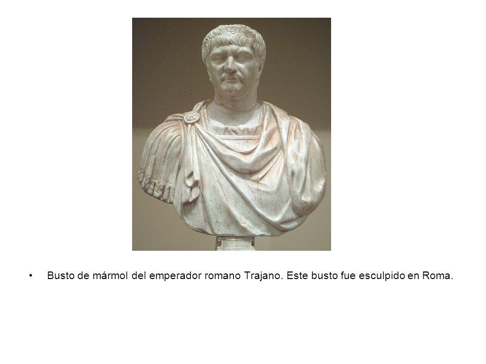Busto de mármol del emperador romano Trajano