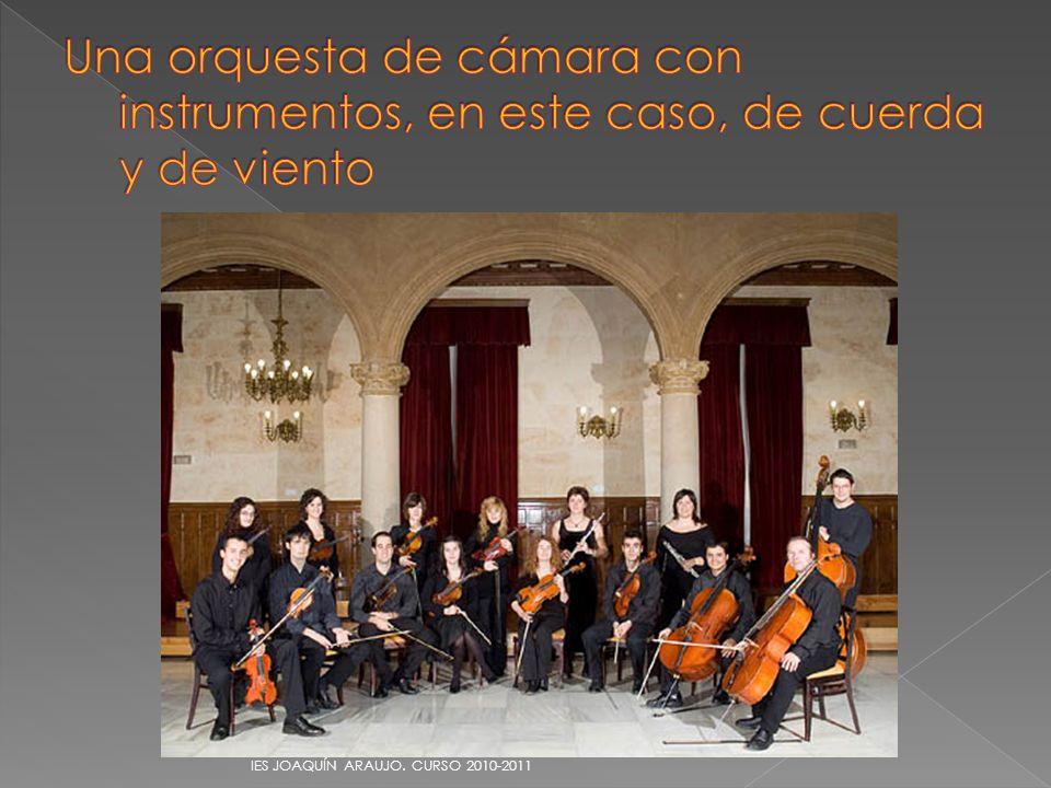 Una orquesta de cámara con instrumentos, en este caso, de cuerda y de viento